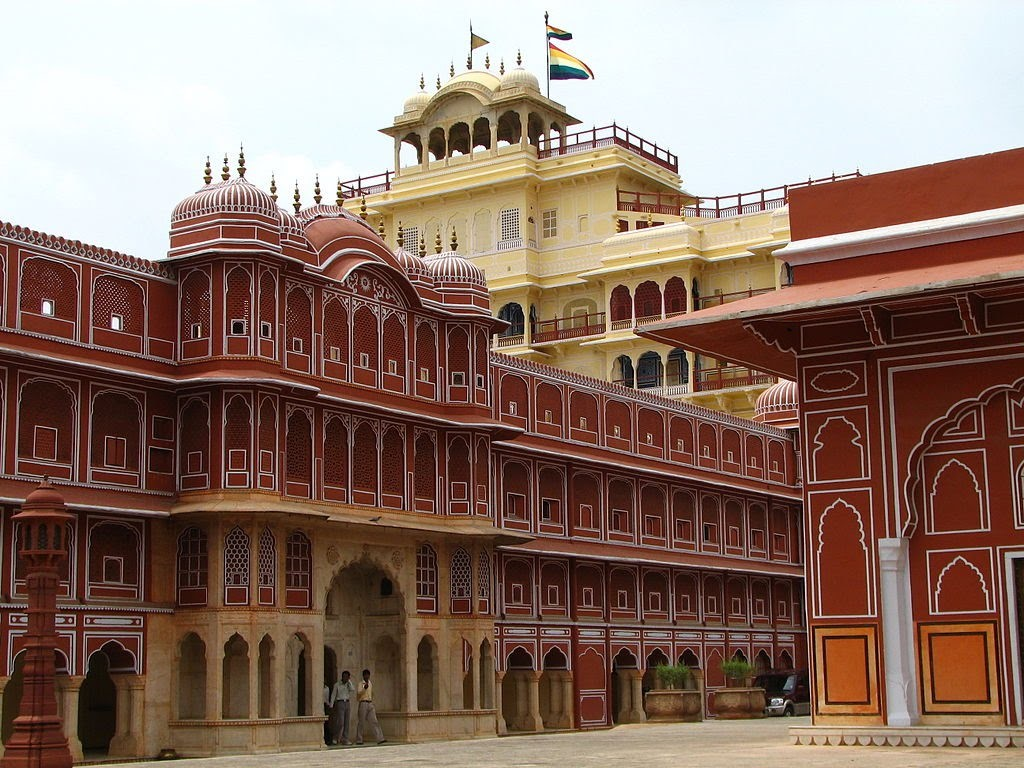 Day 4: Agra – Jaipur (230kms/5 hrs. drive)