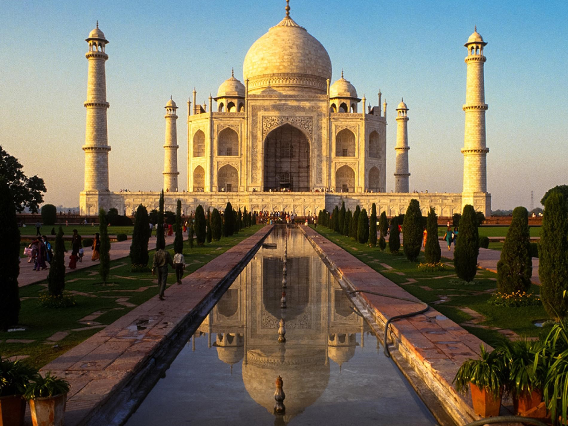 Day 3: New Delhi – Agra: (Approx. 200 Kms/3:30 hrs. drive)